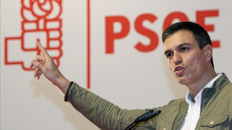 """Sánchez afirma que el PSOE tiene que ganar al PP, que """"lo ha manipulado todo"""""""