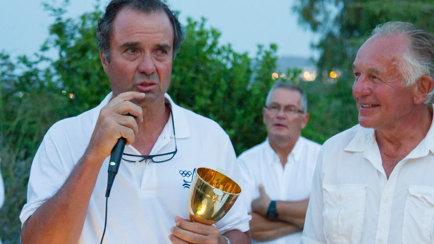 El regatista Joaquín Blanco ha sido homenajeado y cuenta ya con su Copa del Mundo.