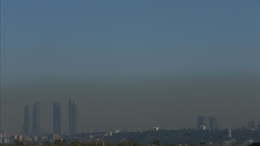 Madrid prohíbe aparcar mañana en el centro a los no residentes por polución