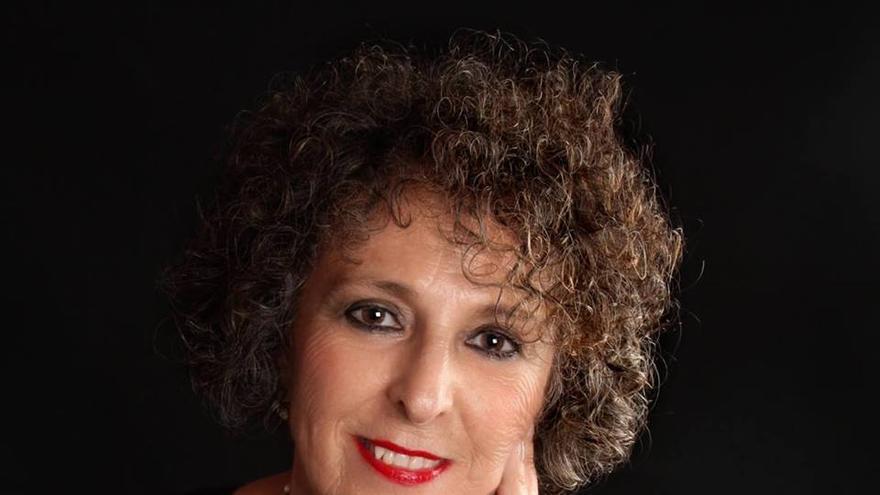 La escritora murciana Lola López Mondéjar