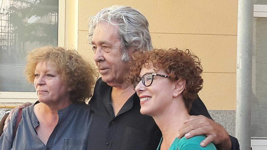 Paco Ibáñez con las directoras del Festival Voix Vives en Séte y Toledo