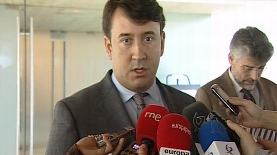 Lemus (PSOE) pide perdón por su error, que ha permitido la supresión de la extra a funcionarios en Extremadura