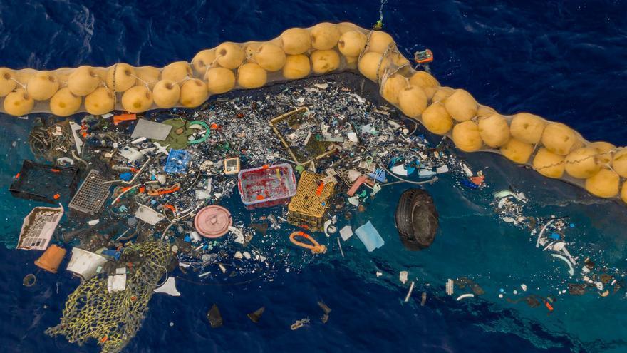 Plásticos recogidos por el prototipo de Ocean Cleanup