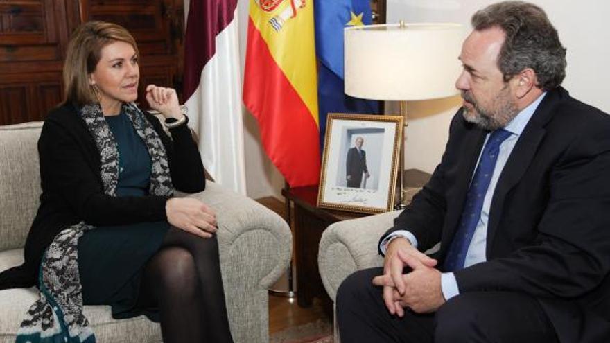 María Dolores de Cospedal y el candidato a la alcaldía de Toledo, Jesús Labrador. Archivo. Foto: castillalamancha.es