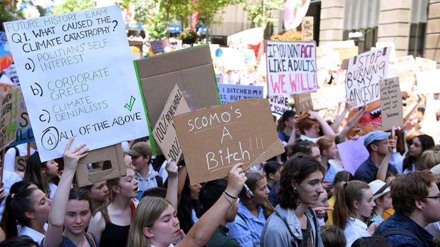 Miles de estudiantes australianos protestan contra el cambio climático