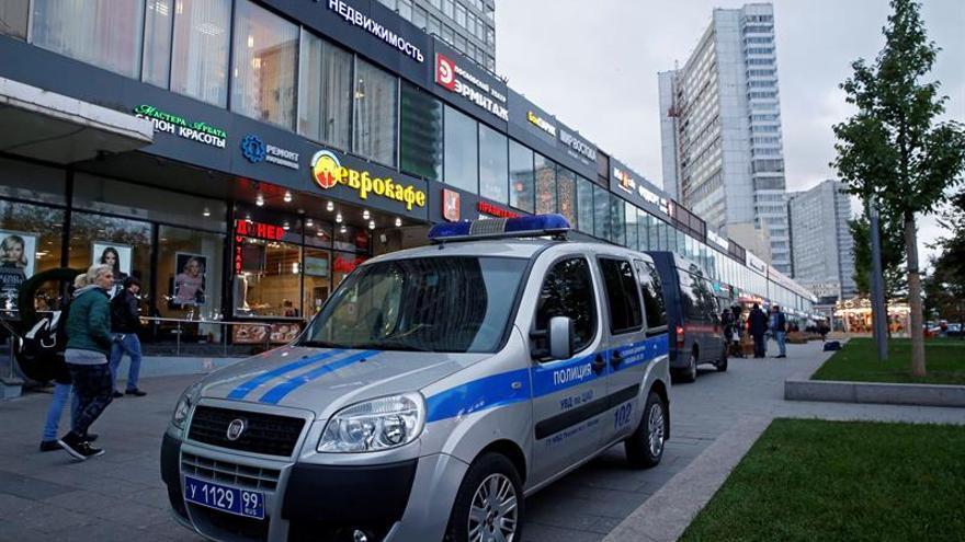 La periodista apuñalada en una emisora de Moscú está en coma inducido