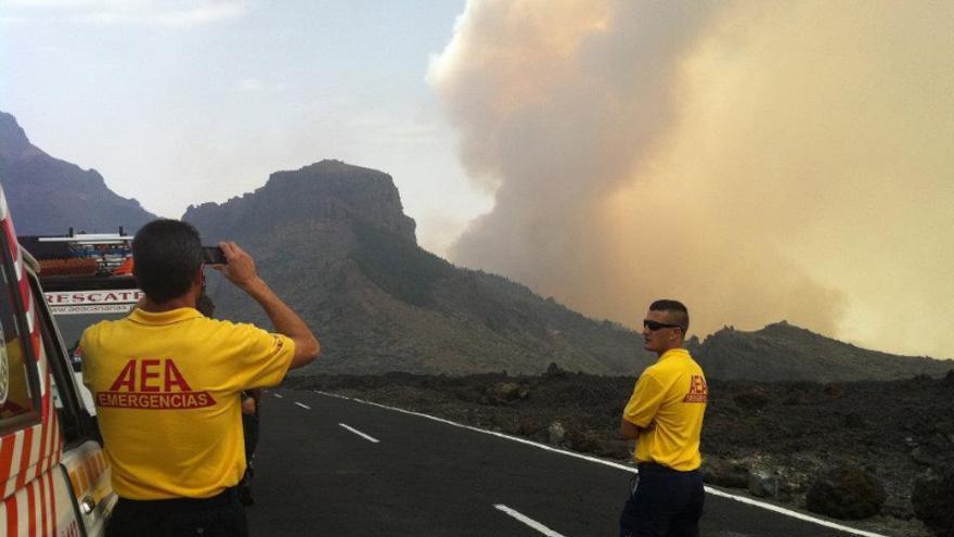 Voluntarios de AEA en un incendio de Tenerife