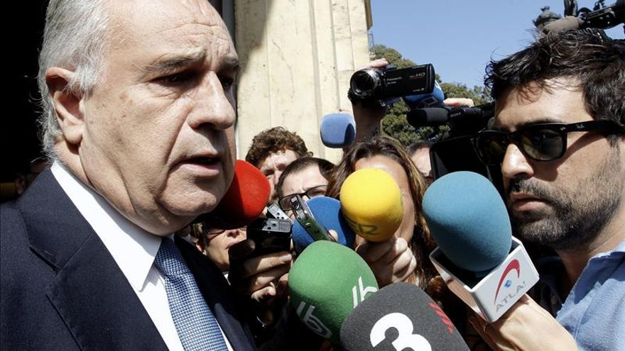 El exconseller Rafael Blasco atiende a los medios a la salida del TSJCV