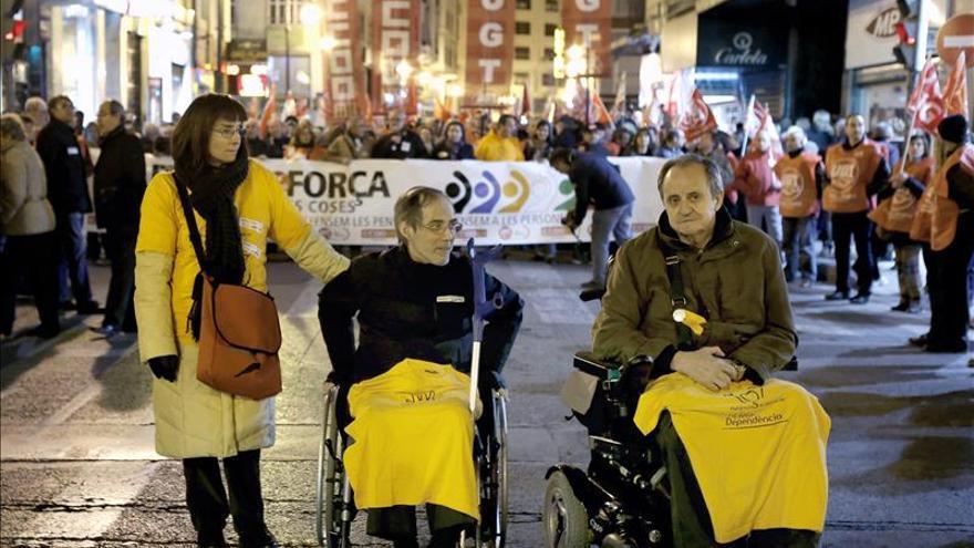 """Miles de valencianos claman contra los recortes y la """"ley de la patada en la boca"""""""