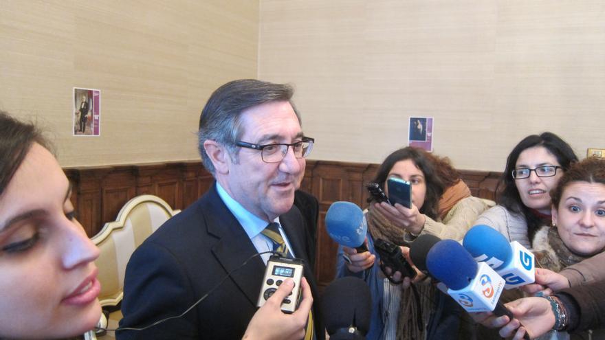 Alcalde Santiago abordará en una reunión con Prado su futuro político, pero avanza su rechazo a la acumulación de cargos