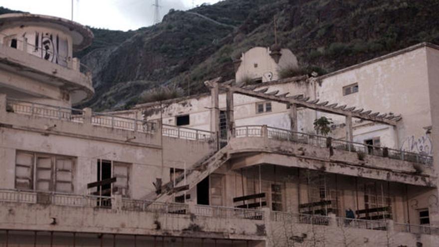 Imagen de archivo con el estado de ruina del Balneario