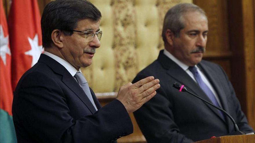 Turquía rechaza que el régimen sirio integre posible gobierno de transición