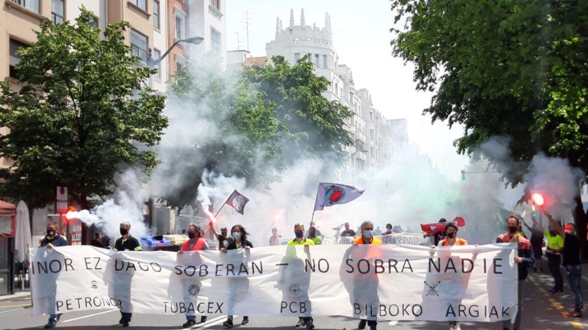 Manifestación de Tubacex, PCB, Bilboko Argiak, Petronor, Hym y Novaltia en Bilbao
