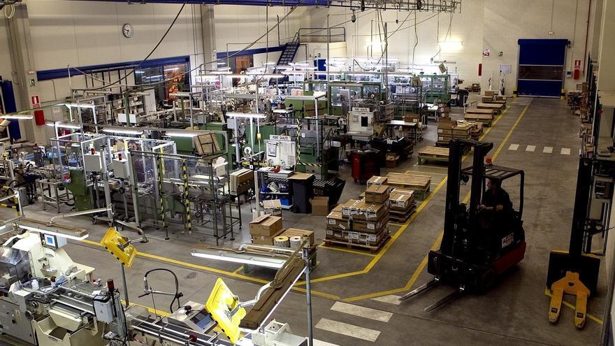 Altadis acuerda con sindicatos el ajuste en la fábrica de Cantabria, que afecta a 30 empleos