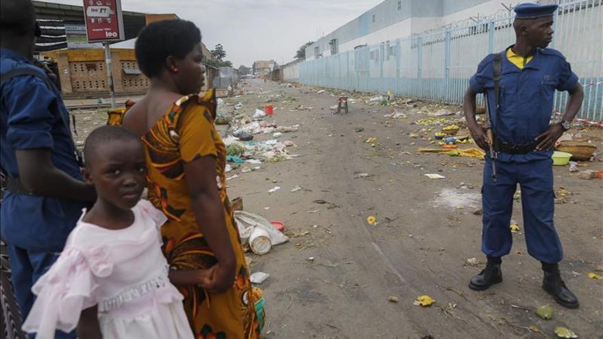 """La UE reduce su personal diplomático """"a lo esencial"""" en Burundi por violencia"""