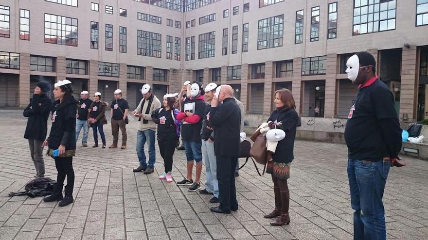 Acción reivindicativa de Cáritas ante el Instituto Galego de Vivenda
