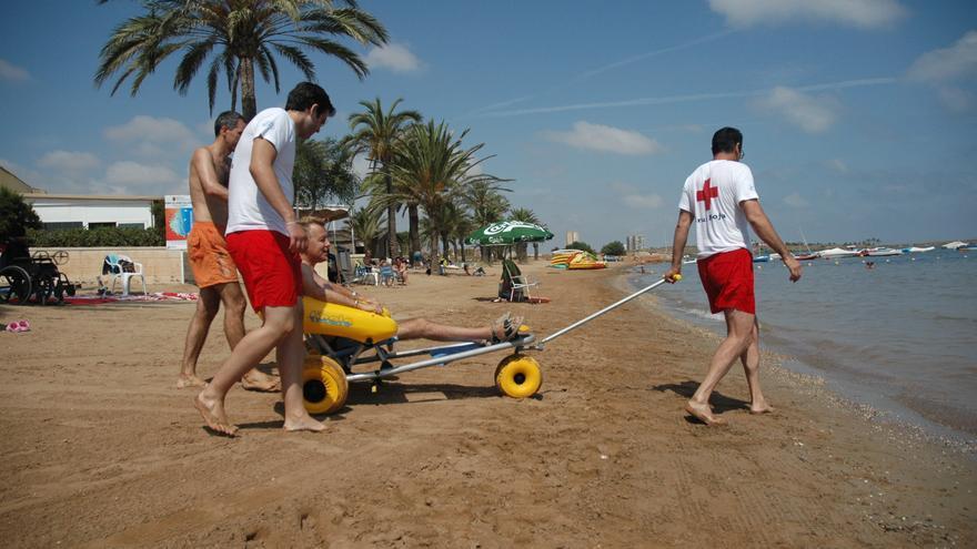 Las playas de la Región de Murcia serán más accesibles gracias a ONCE y Cruz Roja