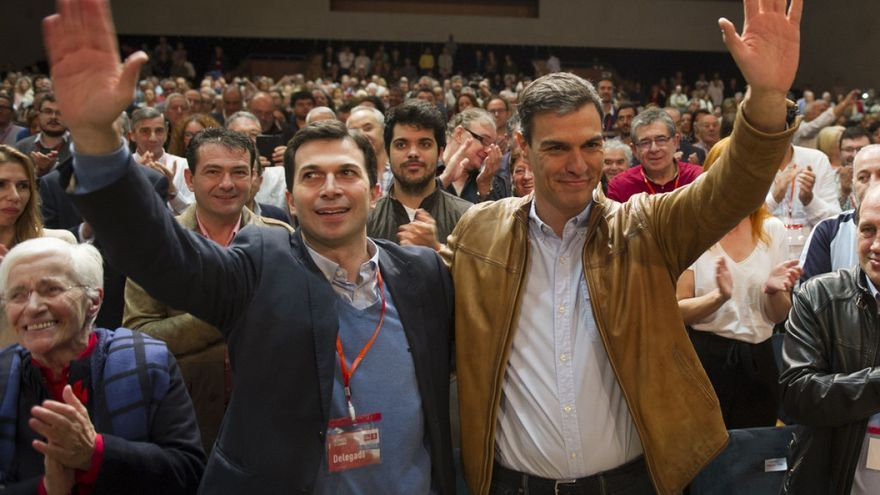 Gonzalo Caballero y Pedro Sánchez, en la clausura del XIII Congreso Nacional del PSdeG