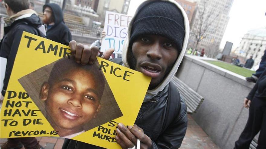 La familia de un niño negro muerto por un policía blanco en EE.UU. exige justicia