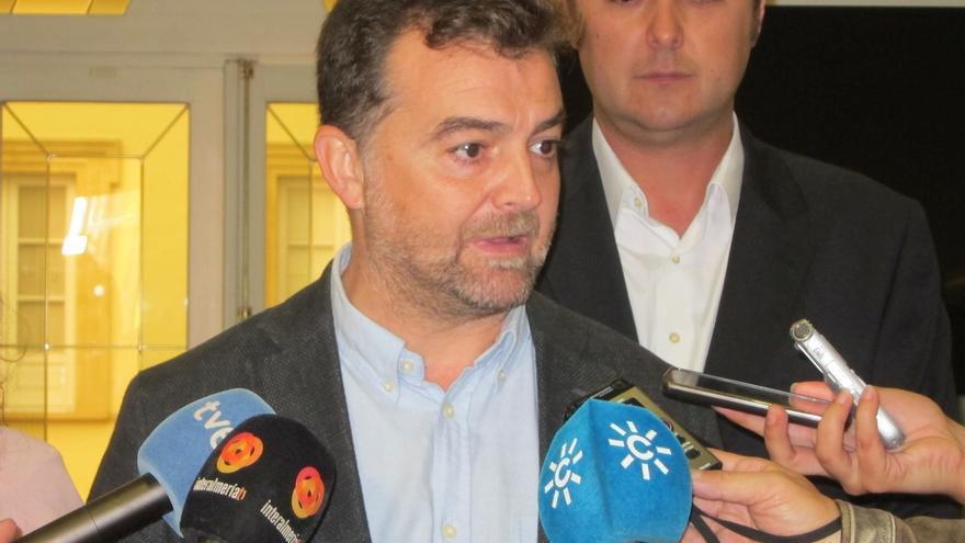 """Maíllo ve un """"insulto a la democracia"""" que Rajoy no convoque a IU y sí a partidos que """"no están en el Congreso"""""""
