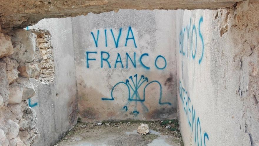 El Blocao de Mirabueno del Cerro Socorro de Cuenca vuelven a amanecer con pintadas franquistas