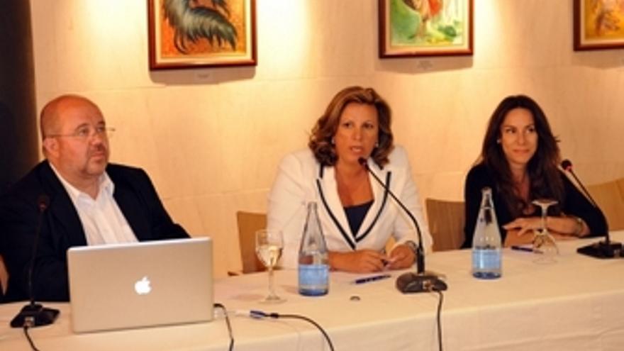 De izquierda a derecha, Ángel Prieto, Rita Martín y Yolanda Perdomo.