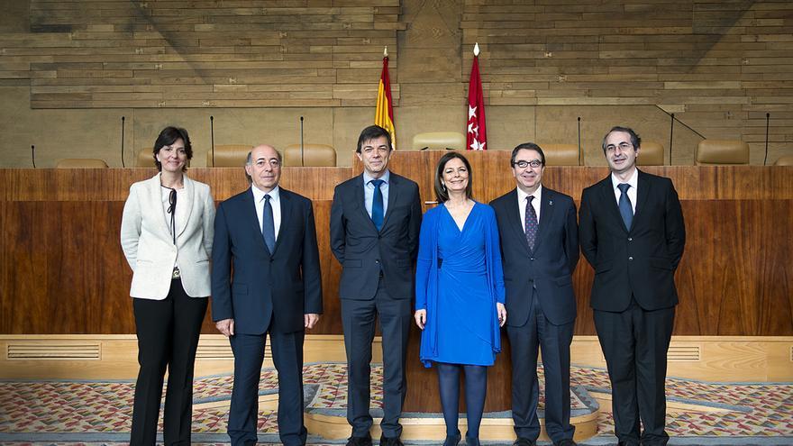 Carlos Andradas, en la Asamblea de Madrid este mes de noviembre. A la derecha, Suárez / Foto: Tribuna Complutense
