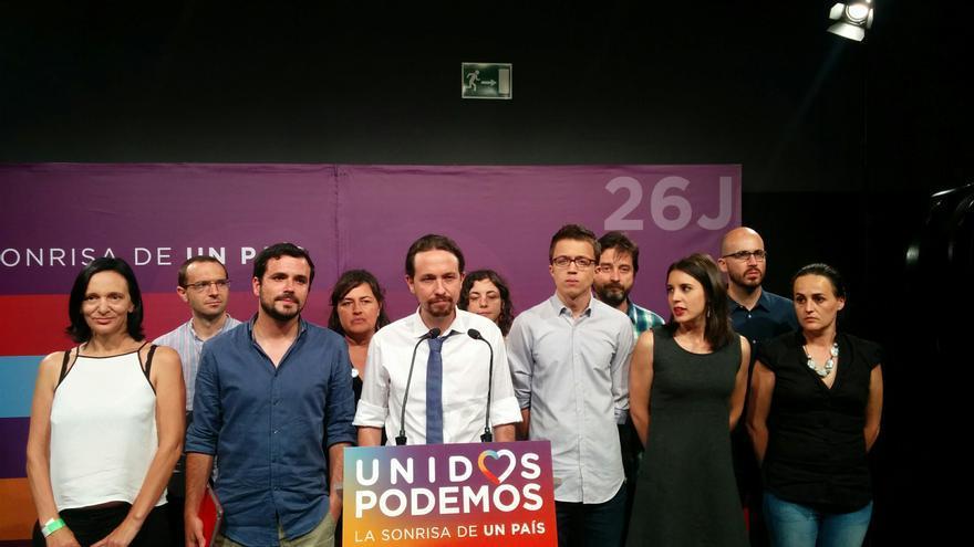 Pablo Iglesias y los dirigentes de Unidos Podemos en la noche del 26J.