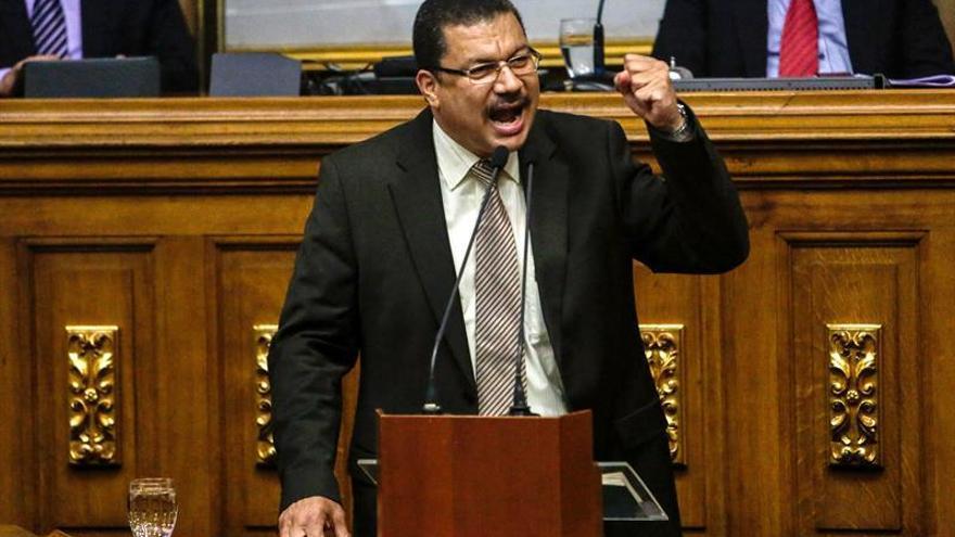 Diputado opositor venezolano denuncia que inteligencia detuvo a su familia
