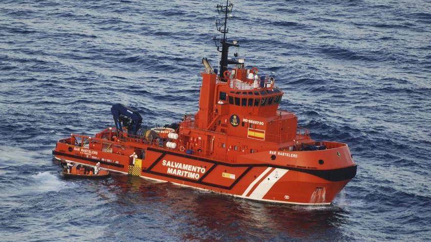 Rescatados 56 inmigrantes de una patera en el Mar de Alborán