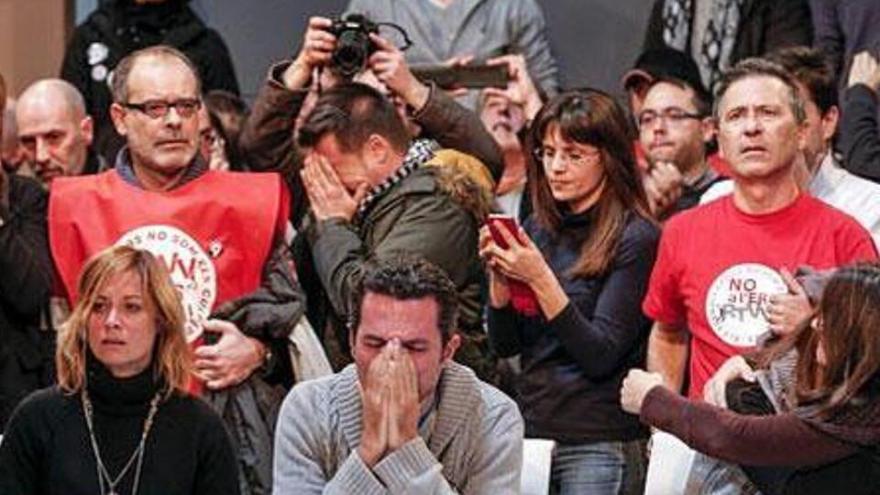 El momento en que los trabajadores de Canal 9 se enteraron del corte de emisión