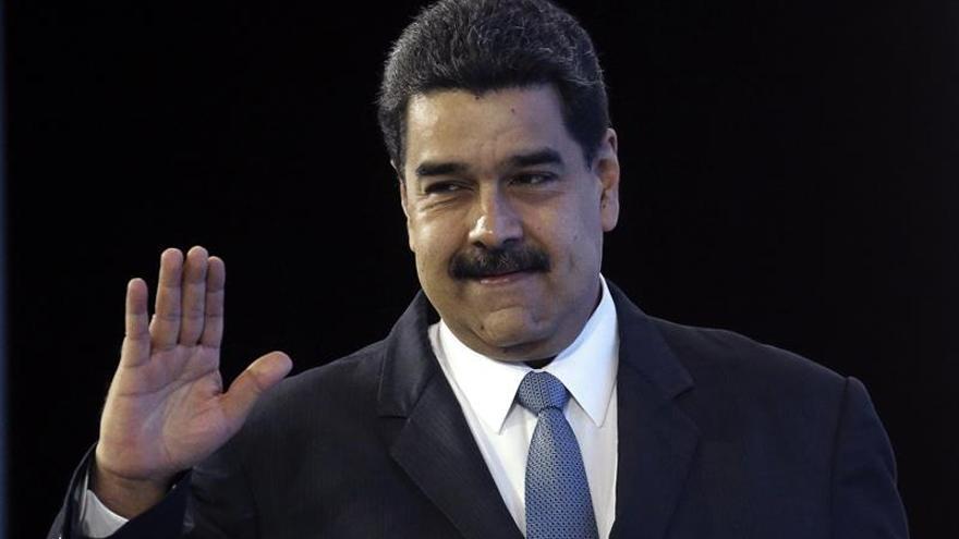 Venezuela atribuye a la oposición el incendio de un edificio oficial
