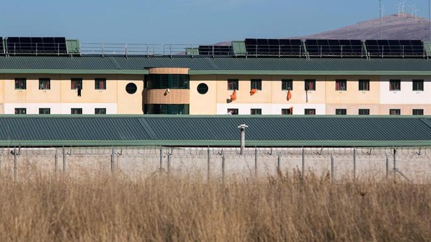 Los inmigrantes demandan libertad desde los módulos de la cárcel de Archidona