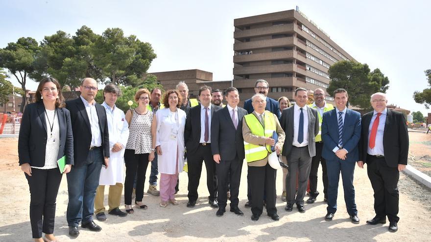 Visita de Emiliano García-Page al Hospital de Albacete. FOTO JCCM