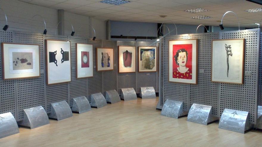 Obras de Barceló, Chillida, Picasso, Tàpies, Alfaro y Genovés se exponen en el aeropuerto de San Sebastián