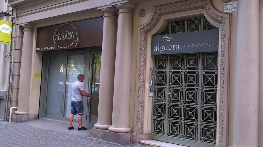 Establiment situat al carrer Roger de Flor. Barri del fort pienc, districte de l'Eixample.