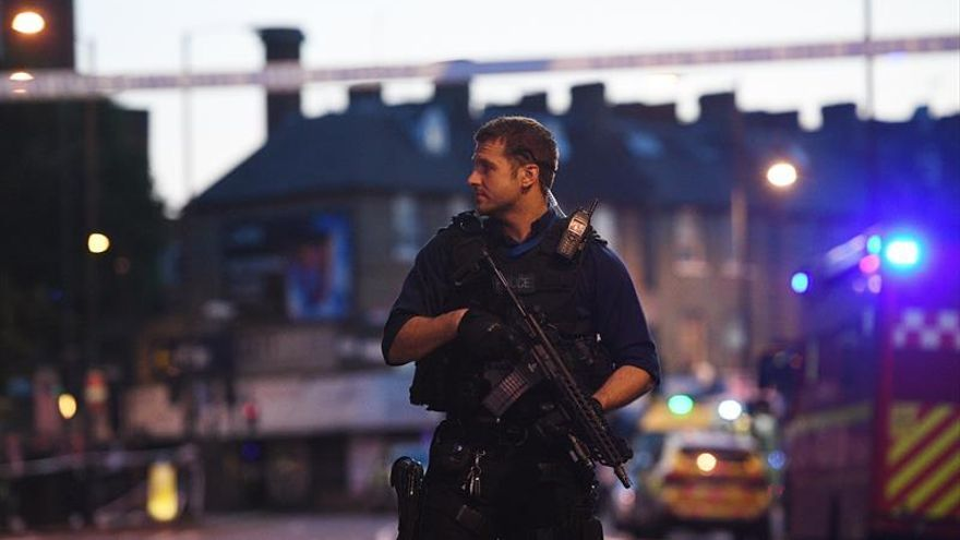 """May califica de """"terrible"""" el atropello cerca de una mezquita en Londres"""