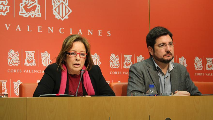 Los diputados de EU en Les Corts Marga Sanz e Ignacio Blanco en rueda de prensa