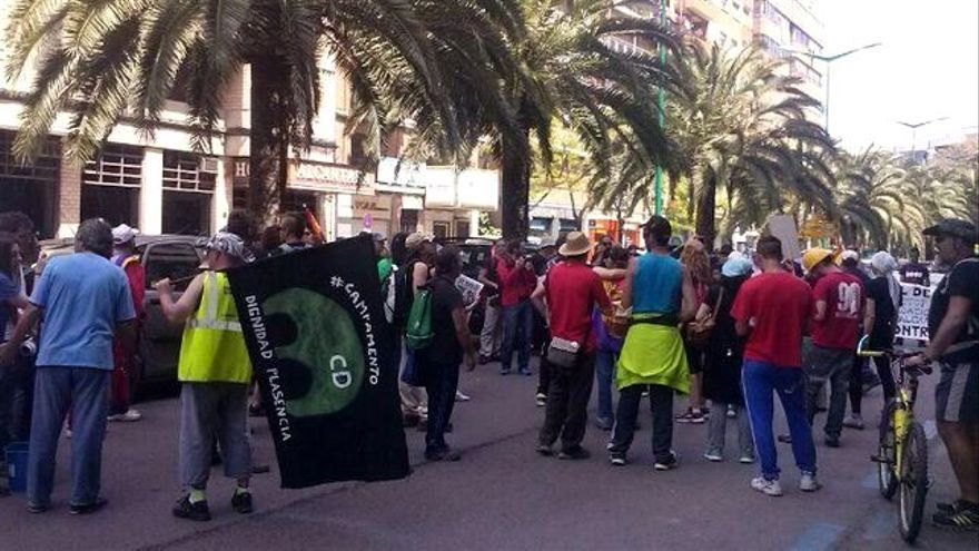 Escrache a Floriano en Cáceres / Twitter: @OtraExtremadura