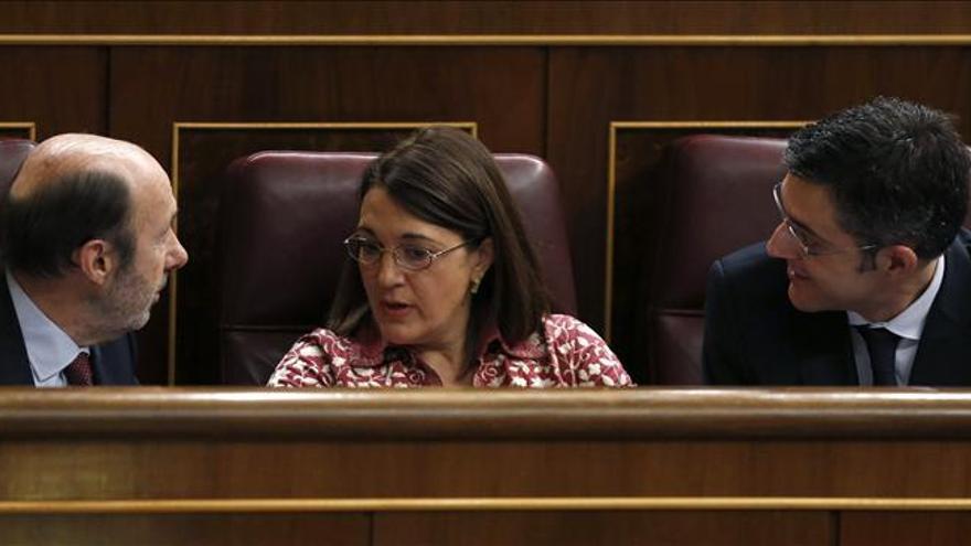 """El PSOE pide a Rajoy que no """"desprecie"""" el diálogo y se """"siente a hablar"""""""