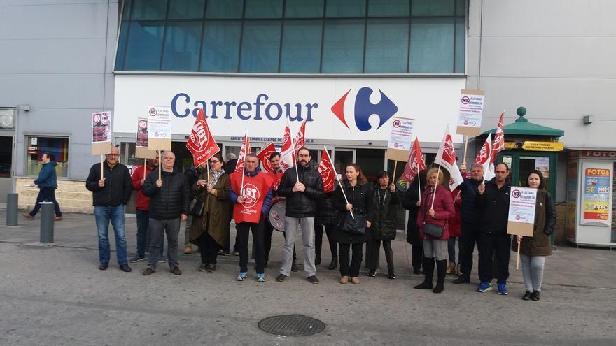 """UGT avisa de que las cajas autocobro son """"una medida más"""" de Carrefour para """"reducir plantilla"""""""