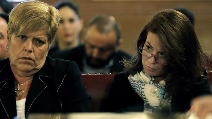 Milagrosa Martínez elude hablar de política y remite a su abogado para temas jurídicos