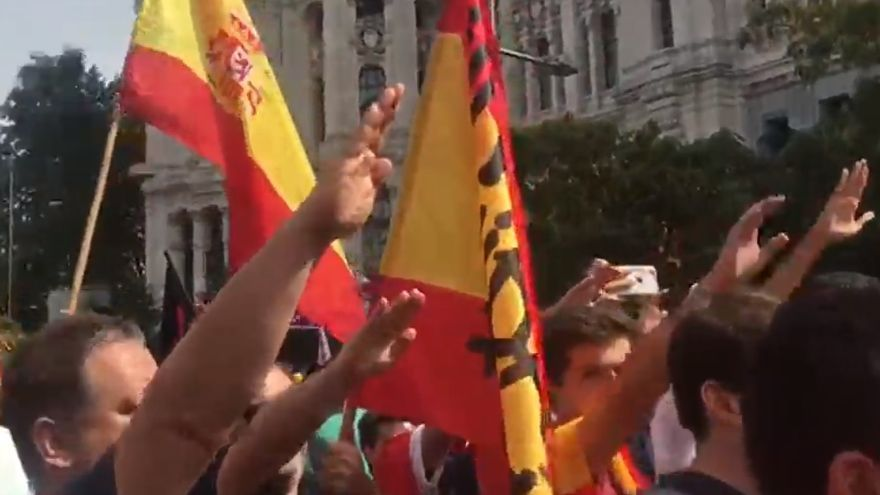 Saludos fascistas en la manifestación