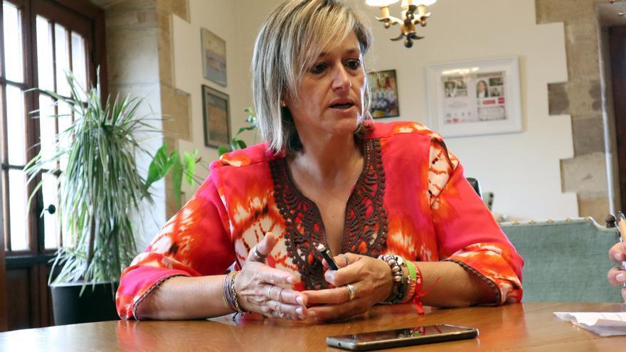La alcaldesa de Camargo, Esther Bolado (PSOE).   ANDRÉS HERMOSA