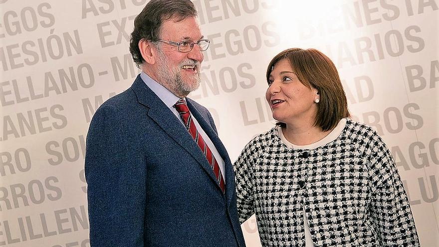 La líder del PP valenciano, Isabel Bonig, junto al presidente del Gobierno, Mariano Rajoy