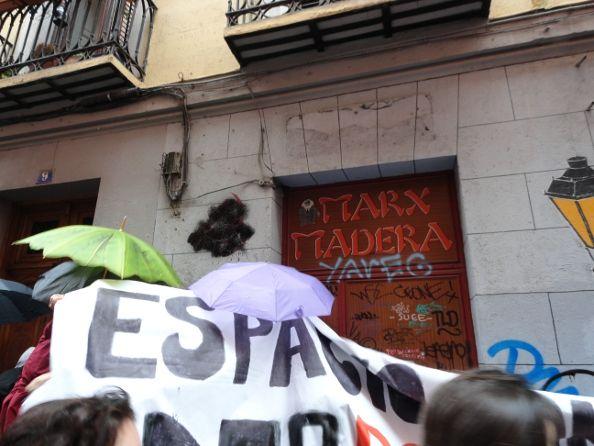 Momento de la okupación del número 9 de la calle Madera | Foto: A por Todas