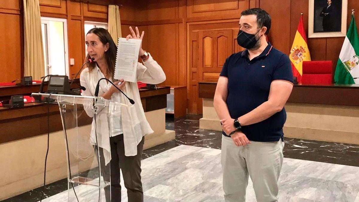 Paula Badanelli y Rafael Saco, concejales de Vox en el Ayuntamiento de Córdoba.