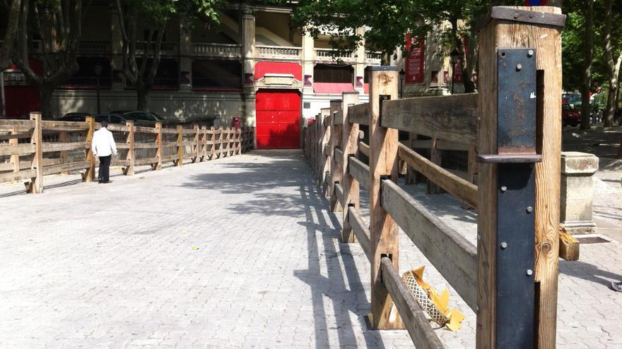 Parte del vallado del encierro, colocado en la entrada a la plaza de toros.
