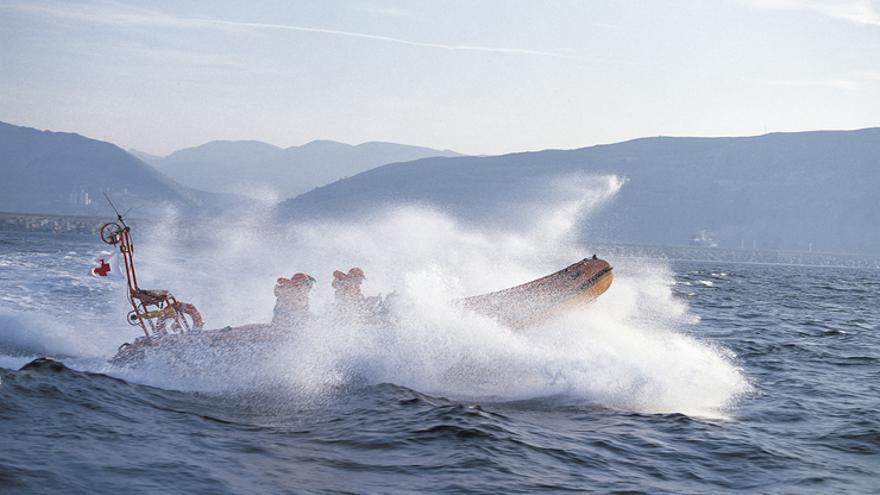 Embarcación del Gobierno vasco en una operación de rescate