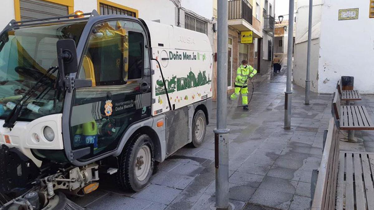 Limpieza de calles en Doña Mencía